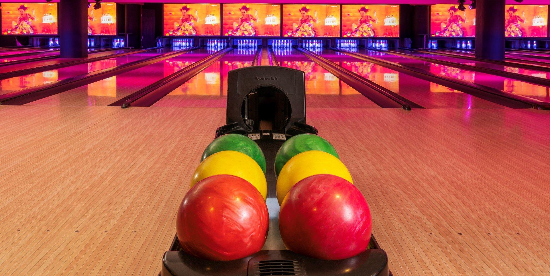 Dîner assis non privatif + Bowling + accès discothèque sans privatisation restaurant groupe PARIS 16 75