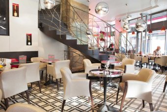 Repas entreprise dans un  lieu élégant avec terrasse sur Carré du Louvre restaurant groupe
