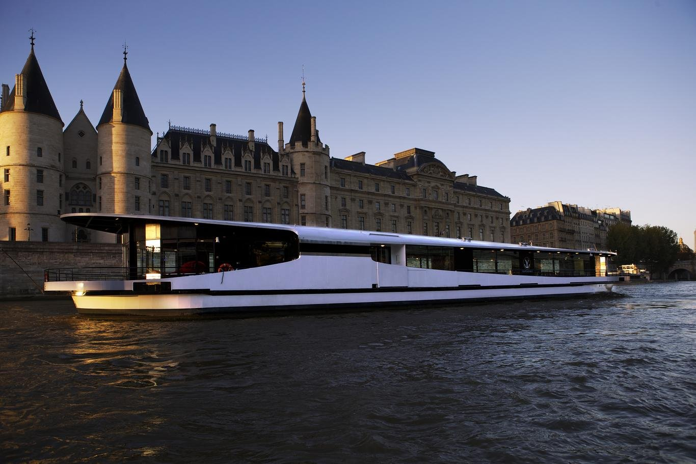 Mirage, Yachts de Paris