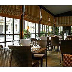 Repas entreprise dans restaurant où les épices sont à l'honneur en bas des Champs restaurant groupe PARIS 8 75