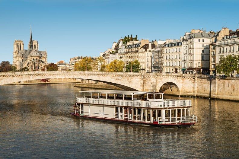 Repas Croisière sur de superbes yachts spacieux et panoramiques restaurant groupe PARIS 15 75