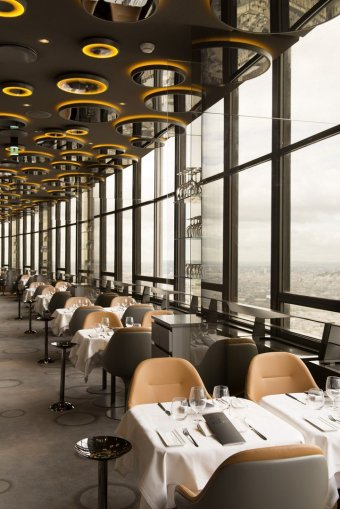 Votre repas d'entreprise au restaurant le plus haut d'Europe restaurant groupe PARIS 15 75