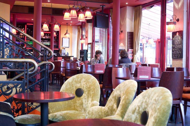 Repas d'entreprise dans une institution Parisienne du Karaoké restaurant groupe Paris 1