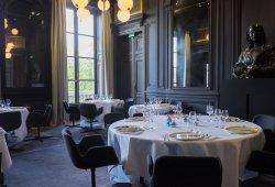 Privatisation salle à manger et haut lieu de la gastronomie mondiale Paris 17 restaurant groupe PARIS 6 75