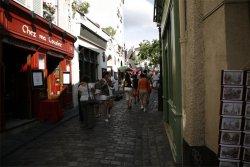 Votre repas d'entreprise dans un cabaret humoristique à Montmartre restaurant groupe PARIS 18 75
